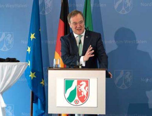 Ministerpräsident Laschet hält Laudatio auf den Initiator der Stolpersteine